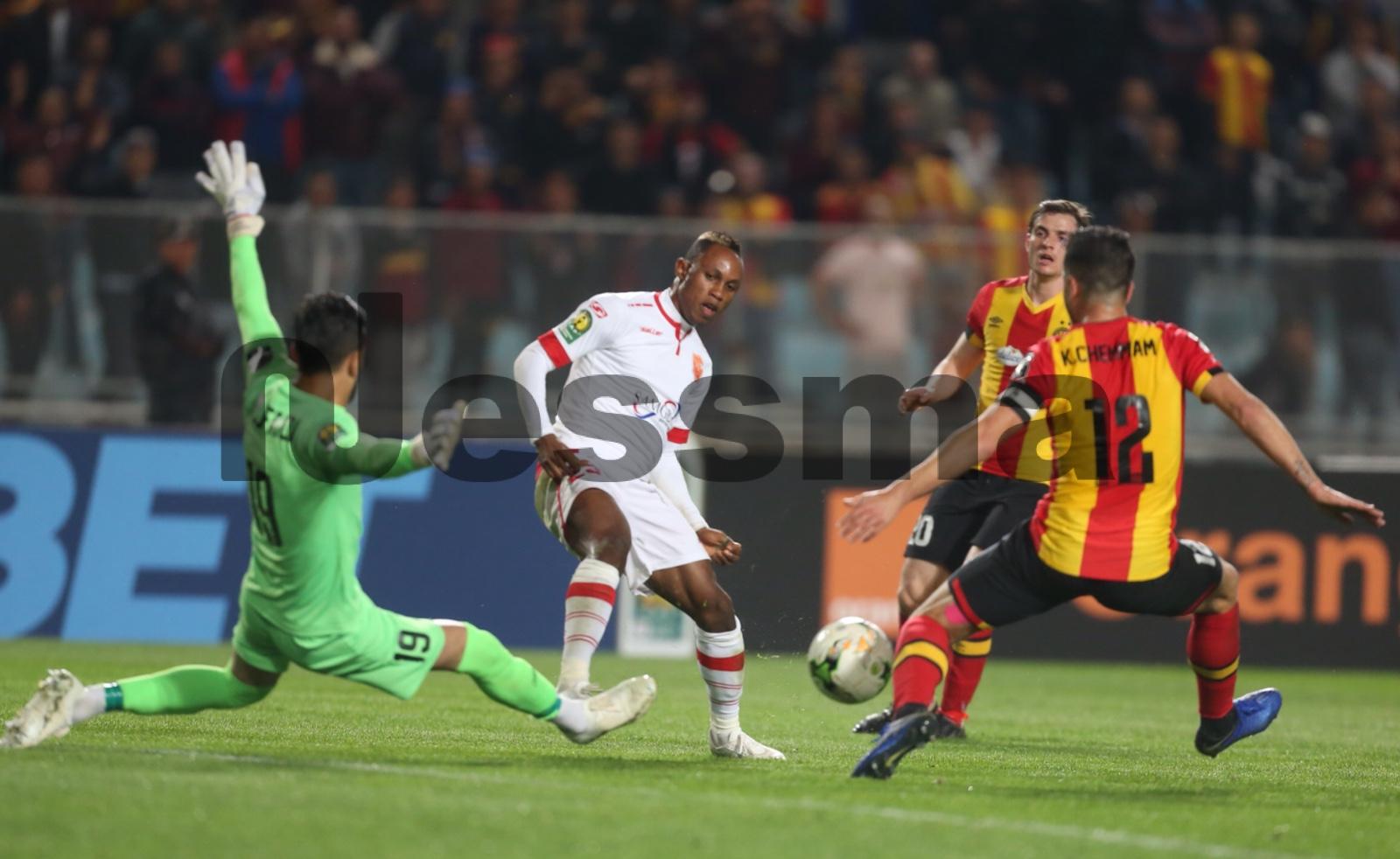 Photos de la 1ème Mi-temps entre Espérance Sportive Tunis et Conakry