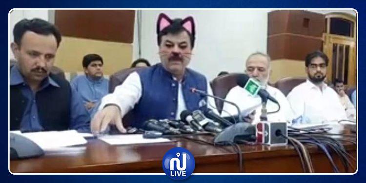 Un ministre pakistanais fait un Facebook Live avec le filtre oreilles de chat