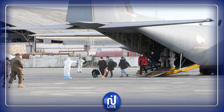 لحظة وصول التونسيين من ووهان عبر الطائرة الجزائرية (فيديو+صور)