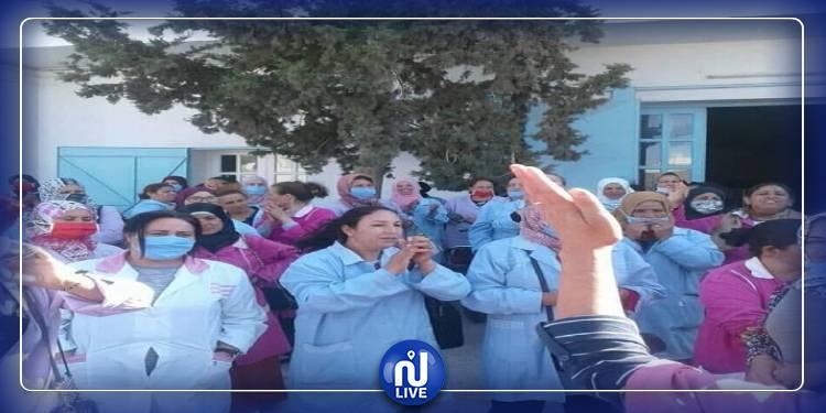 عاملات خياطة في مسيرة نسوية للمطالبة بسداد مستحقاتهن