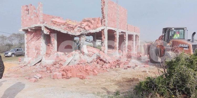 قليبية: تنفيذ عدد من قرارات الهدم وإزالة البناءات والمحلات الفوضوية